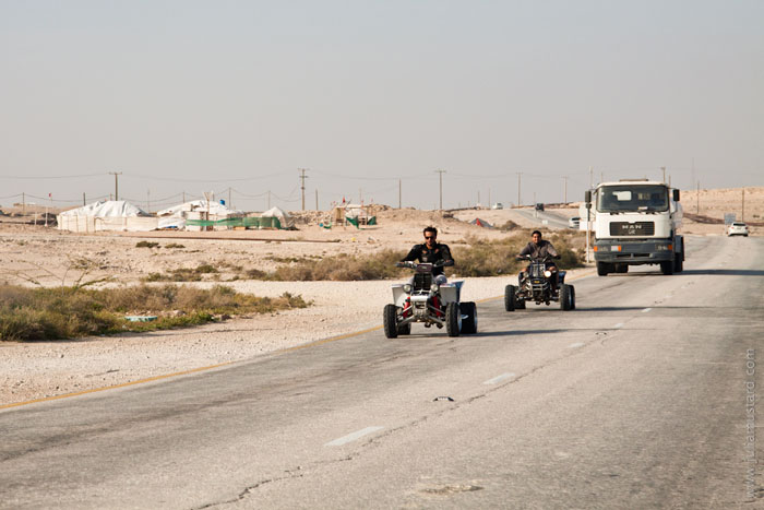 Квадроциклы на дороге в Бахрейне / Фото из Бахрейна