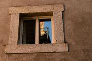 Отражение в окне / Италия