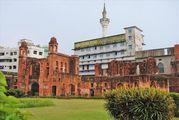 """Крепость """"вросла"""" в трущобы / Бангладеш"""