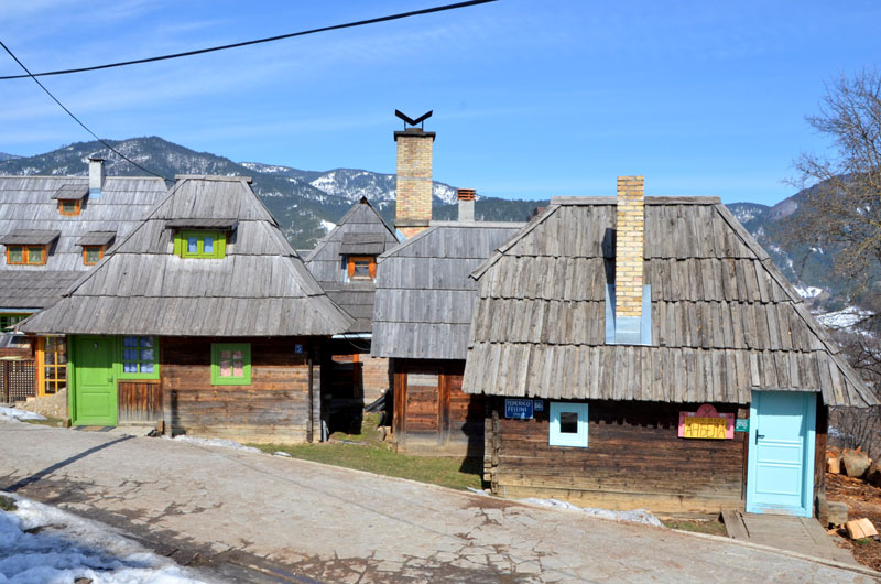 Дома в деревне Каменград в Сербии / Фото из Сербии