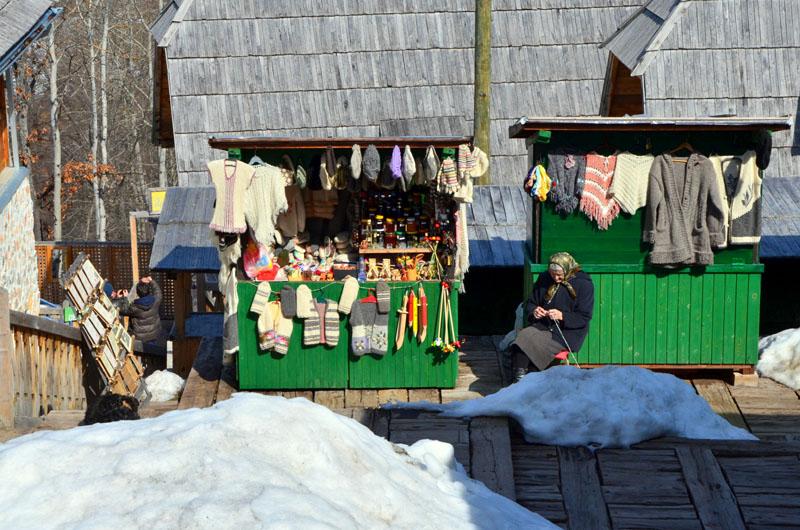 Лавка в деревне Кюстендорф, Сербия / Фото из Сербии