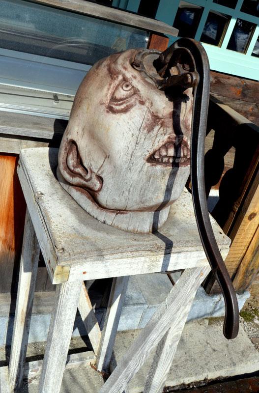 Скульптура в Дрвенграде, Сербия / Фото из Сербии