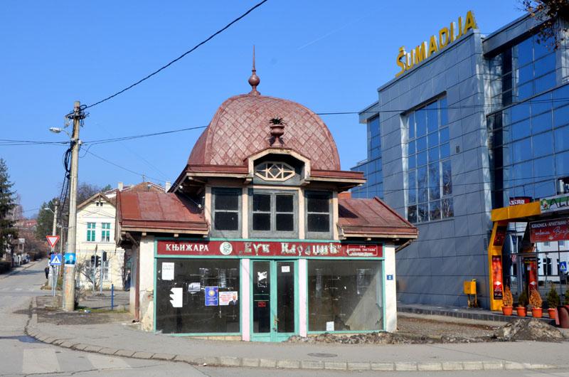 На улице городка Врнячка-Баня, Сербия / Фото из Сербии