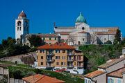 Вид из современной части / Италия
