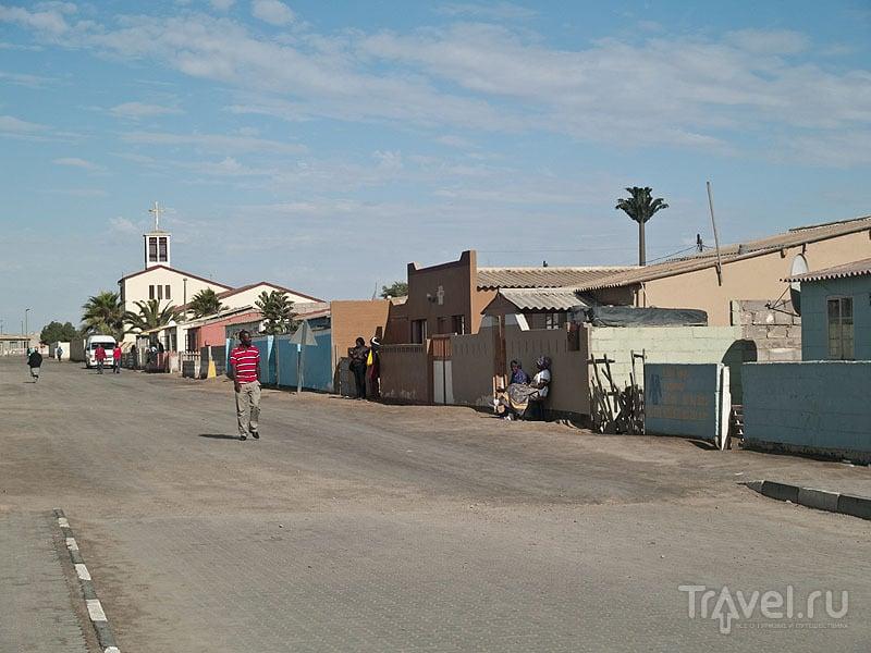 Относительно богатая улица в Мондесе / Фото из Намибии