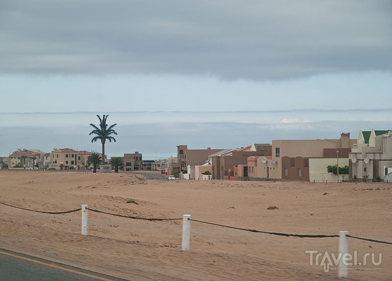 Поселок между Свакопмундом и Уолфиш-Беем / Фото из Намибии