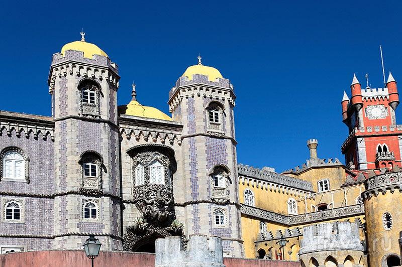 Фасад дворца Пена / Португалия