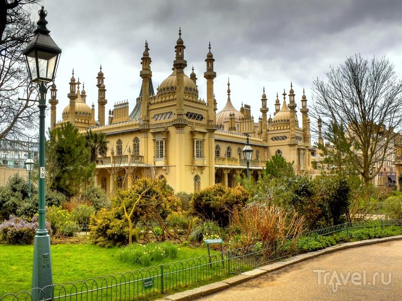 Окружающие Королевский павильон живописные сады / Великобритания