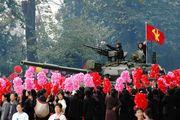 Танкисты приветствуют жителей / Корея - КНДР