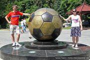Памятник футбольному мячу / Украина