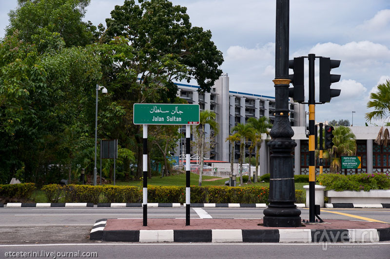 Центральная улица в Бандар-Сери-Бегаване, Бруней / Фото из Брунея