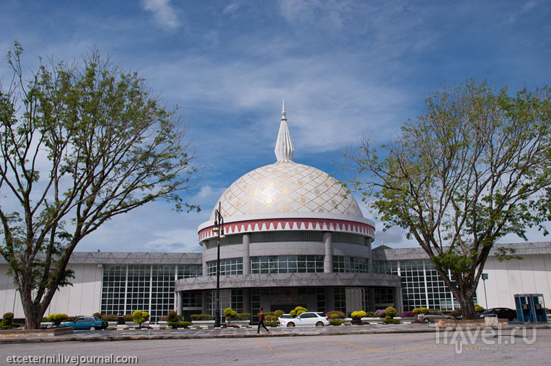 Музей королевских регалий в Бандар-Сери-Бегаване, Бруней / Фото из Брунея