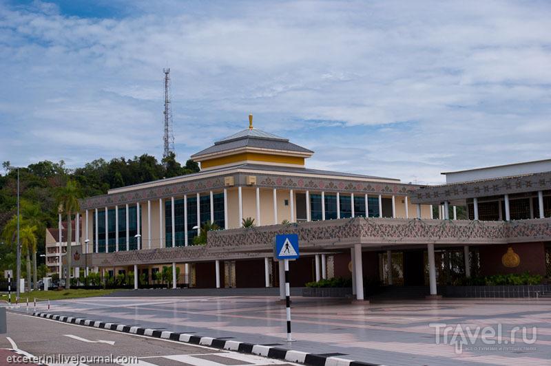 Королевский церемониальный зал в Бандар-Сери-Бегаване, Бруней / Фото из Брунея