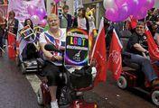 Колонна инвалидов-колясочников / Великобритания