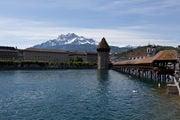 Горы окружают Люцерн / Швейцария