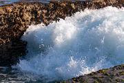 Волны в скалах / Индонезия