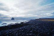 Пляж с черными камнями / Исландия
