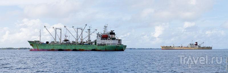 Корабль в лагуне Маджуро / Фото с Маршалловых островов