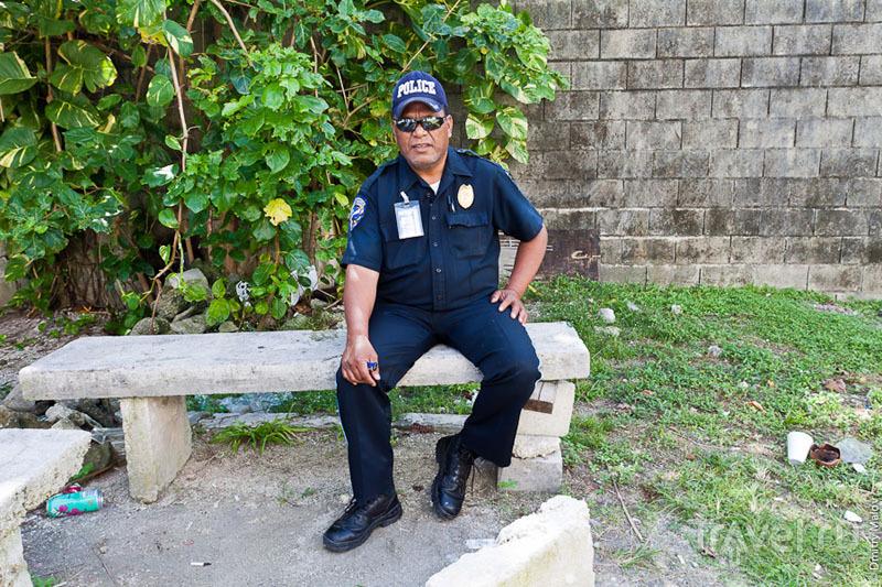 Полицейский с Маджуро / Фото с Маршалловых островов