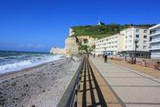 Чистый галечный пляж / Франция