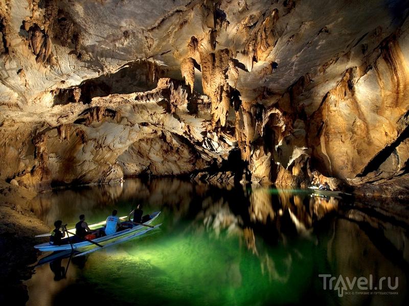 Прозрачная вода подземной реки Пуэрто-Принцеса / Филиппины