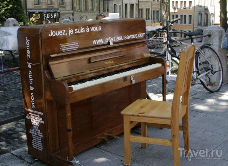 Уличное пианино в Женеве / Фото из Швейцарии