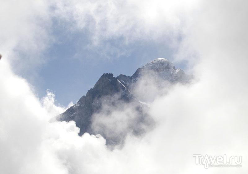Швейцарские горы в облаках / Фото из Швейцарии