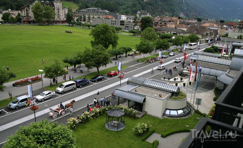 Вид с балкона отеля Victoria-Jungfrau в Интерлакене / Фото из Швейцарии