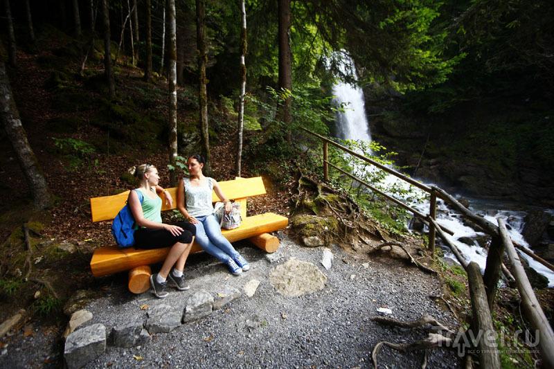 У Гисбахского водопада в Швейцарии / Фото из Швейцарии