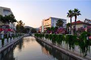 Канал в центре города / Турция