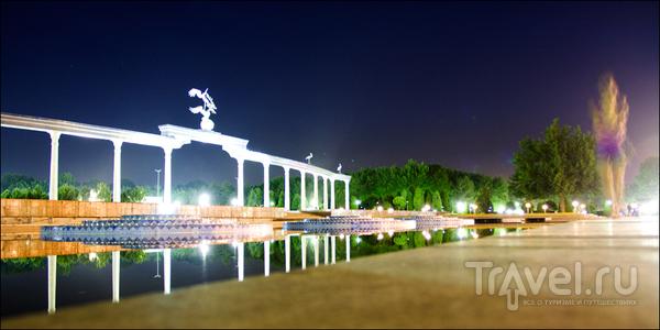 Пруд и мостовая / Узбекистан