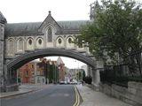 Улица под собором / Ирландия