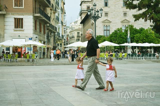 На центральной площади / Испания