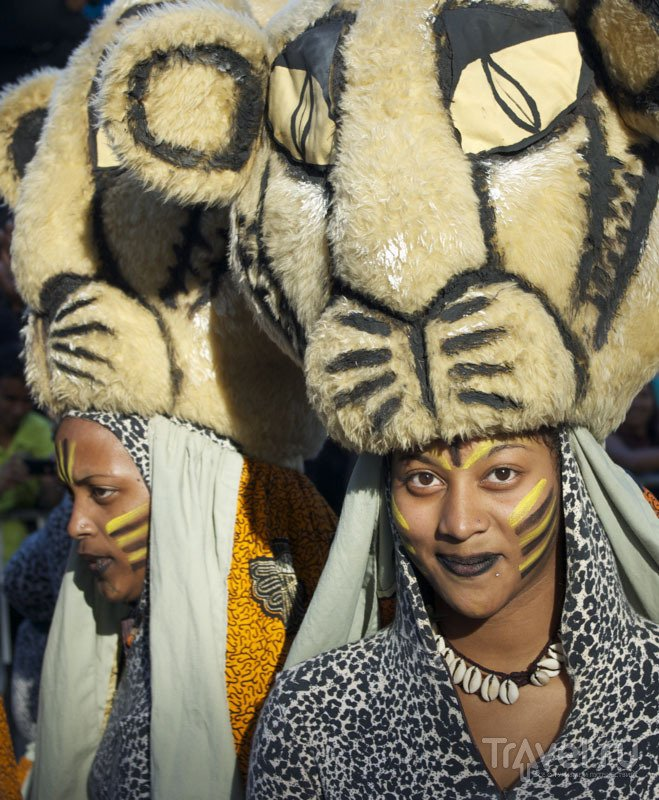 Участники карнавала Flic en Flac на Маврикии / Фото с Маврикия