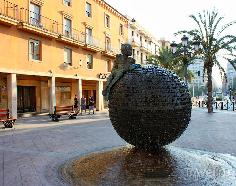 Монумент в Эльче, Испания / Фото из Испании