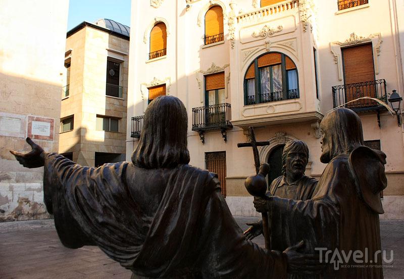 Скульптуры в Эльче, Испания / Фото из Испании