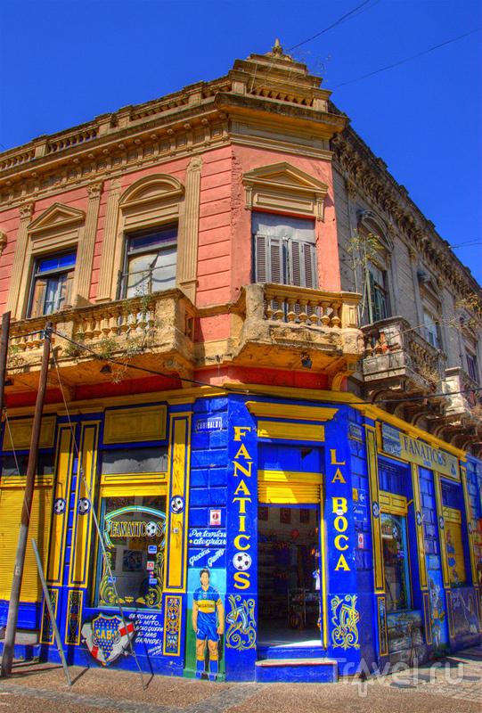 Разноцветные дома в квартале La Boca, Буэнос-Айрес / Аргентина