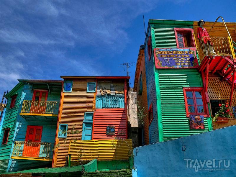 Построенные из дерева и жести дома в квартале La Boca, Буэнос-Айрес / Аргентина