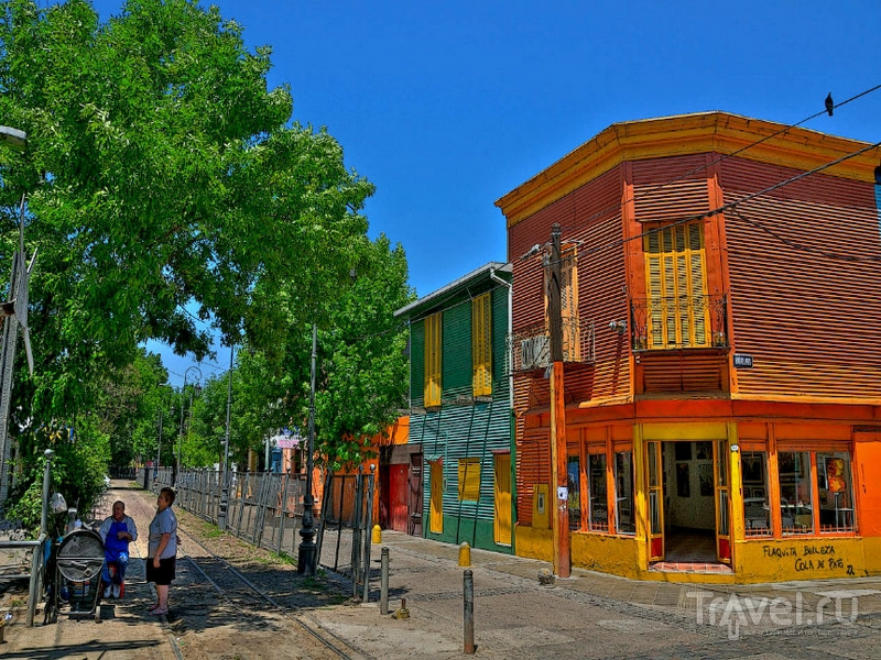 Колоритный туристический квартал La Boca в Буэнос-Айресе / Аргентина