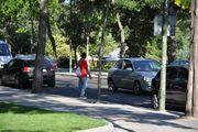 Предлагает припарковать машинку / Испания