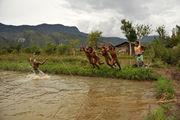Купание в реке / Папуа-Новая Гвинея
