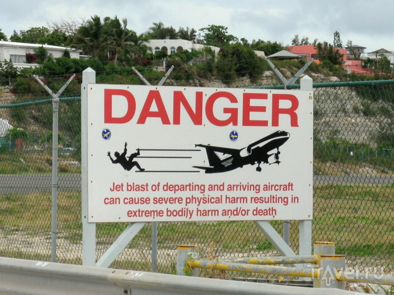 Предупреждающий знак на острове Синт-Мартен / Синт-Мартен