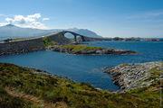 Мост похож на бронтозавра / Норвегия