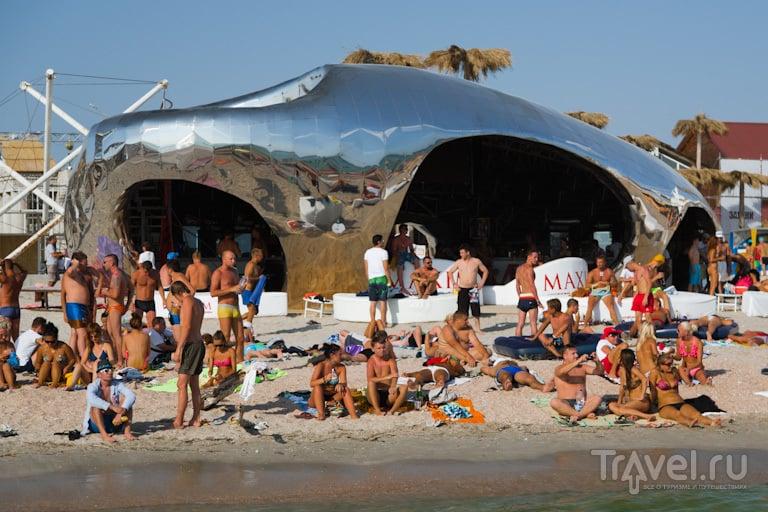 Сцена и пляж / Украина
