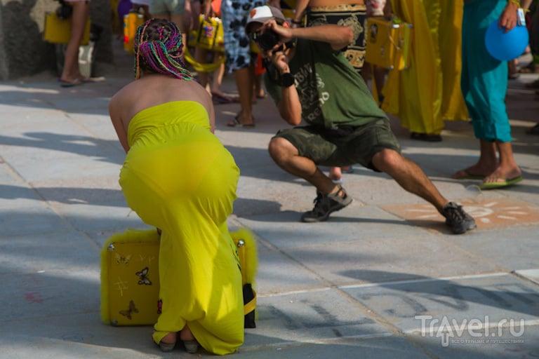 Девушка с чемоданом / Украина