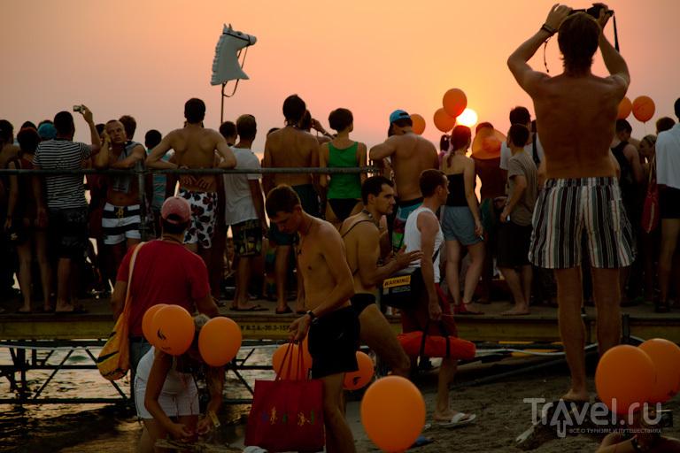 Закат с оранжевыми шариками / Украина