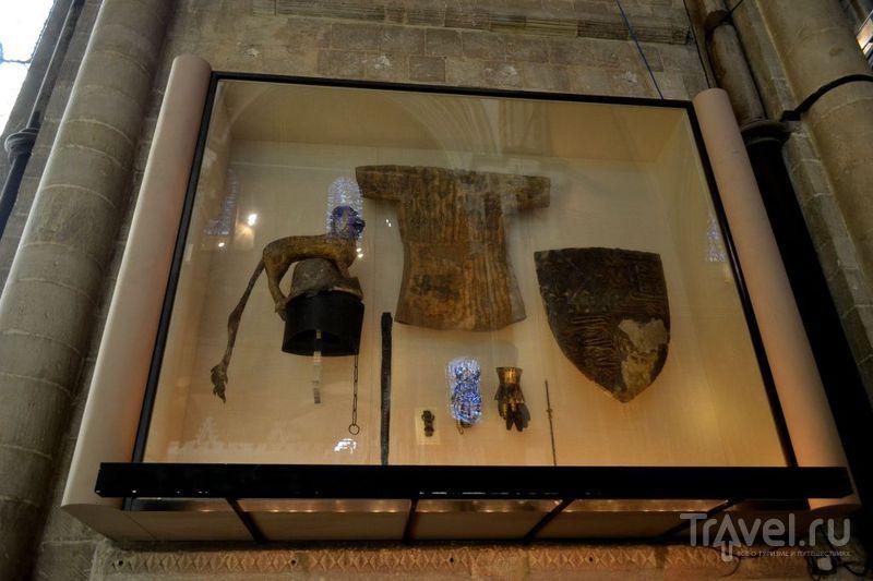 Щит, перчатки, шлем, кольчуга и меч / Великобритания