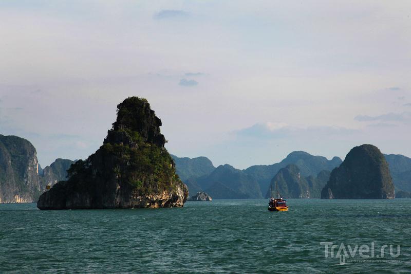 Проплываем мимо камней / Вьетнам