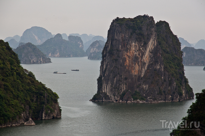 Вид на бухту с горы / Вьетнам