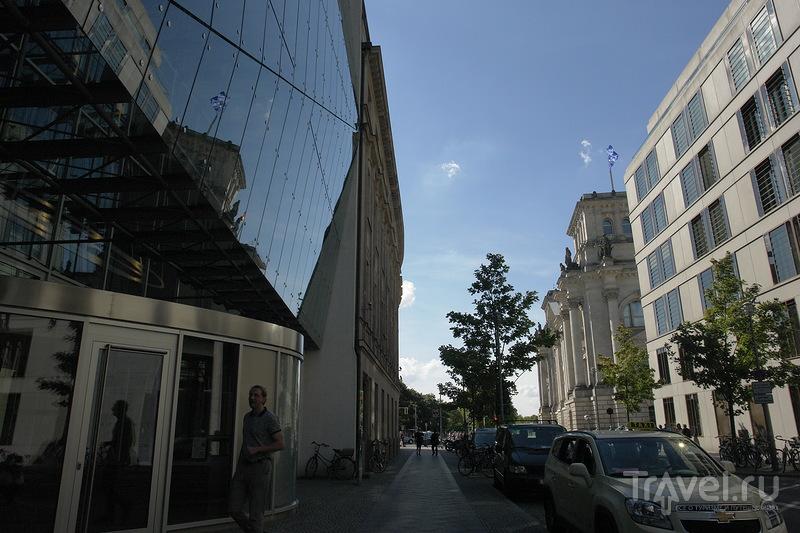 Улица выходит на Рейхстаг / Германия